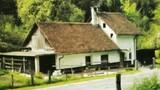 Hiša v dolini Črne, kjer je bila Hajekova tovarna čistilnega praška